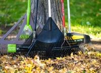10 Best Rakes For Grass 2021 - Raking Leaves, Dethatching & Fall Cleanups